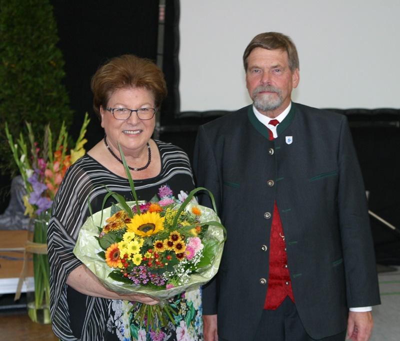 Landtagspräsidentin Barbara Stamm mit Präsident Wolfram Vaitl nach ihrem Grußwort.